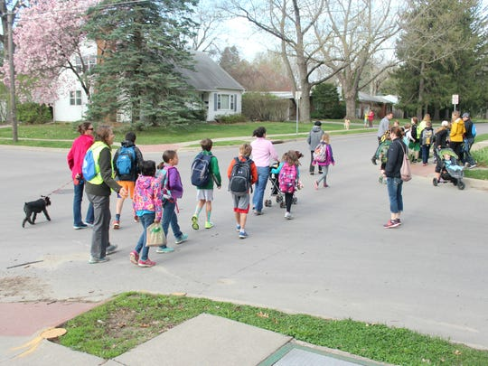 Lincoln-walking-school-bus-3.jpg