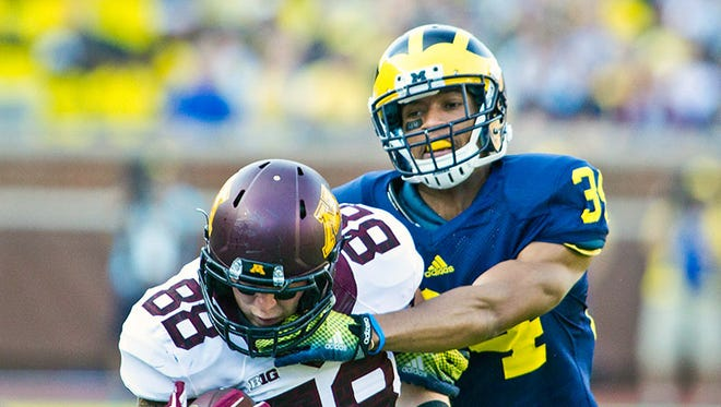 Minnesota tight end Maxx Williams makes a one-handed catch while defended by Michigan defensive back Jeremy Clark in the third quarter of U-M's loss Saturday in Ann Arbor.