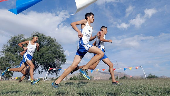 San Elizario's Erick Arambula, center, won the boys'