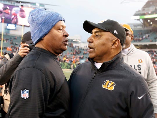 Jim Caldwell, left, meets with Bengals coach Marvin Lewis after the Lions' 26-17 loss on Dec. 24, 2017 in Cincinnati.