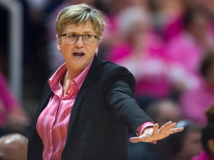 Tennessee head coach Holly Warlick gives directions