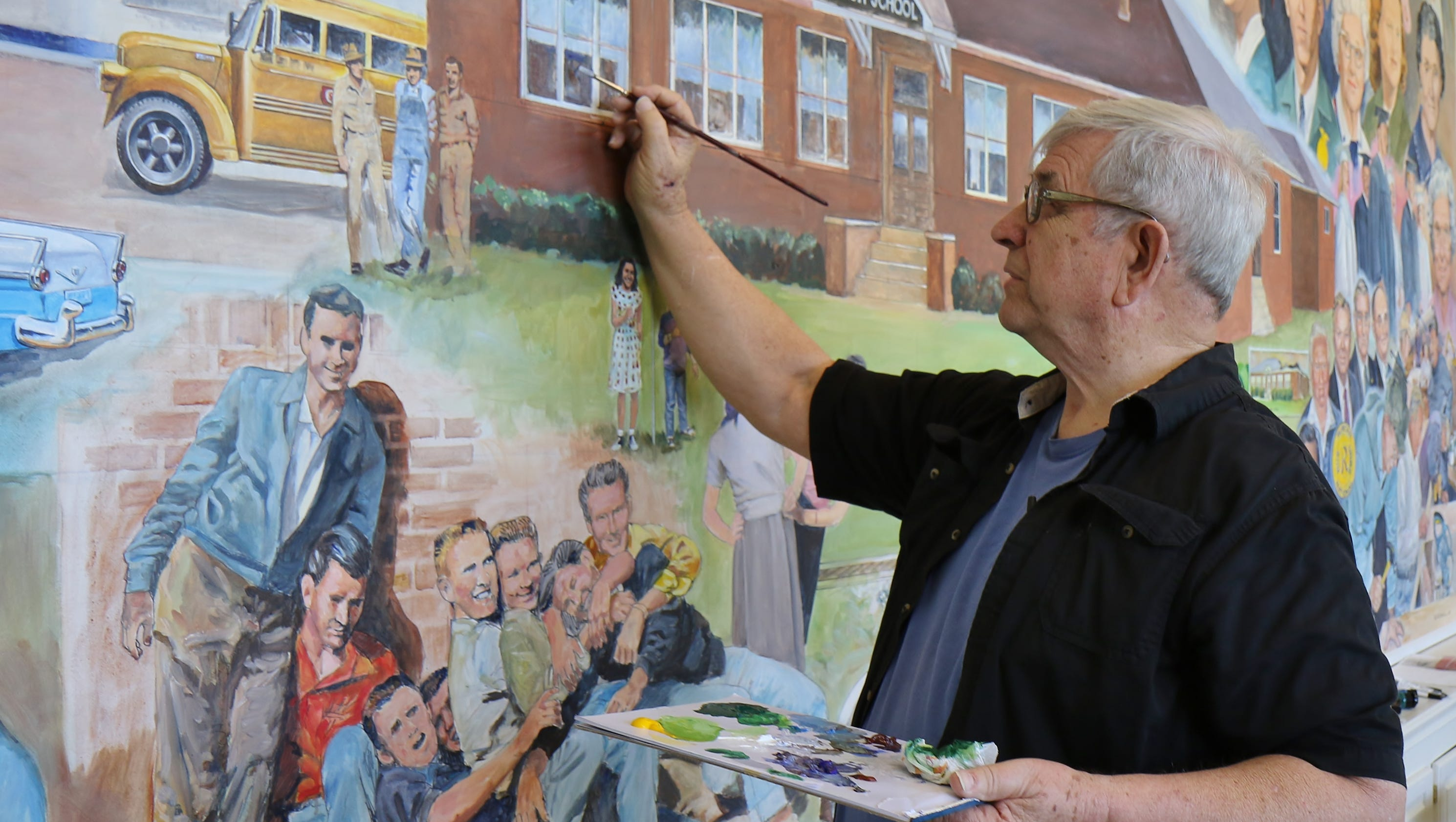 Pinson artist creates commemorative murals for Jackson 5 mural
