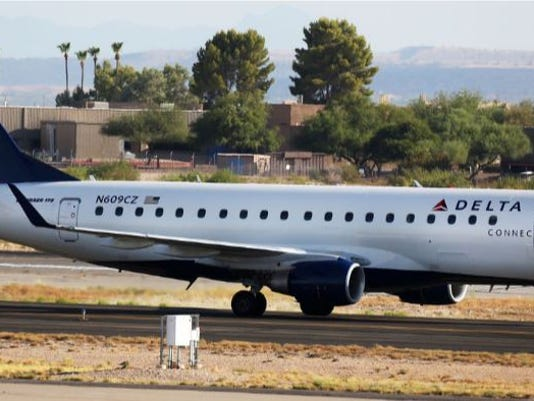Police pull man from plane at Tucson airport
