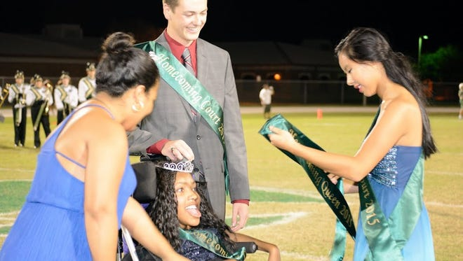 Caia Gillett crowns Jazzmin Samuel Viera High's 2015 Homecoming Queen at Friday's game.