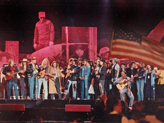 A group of performers gather on stage for the finale of Farm Aid IV, April 7, 1990.
