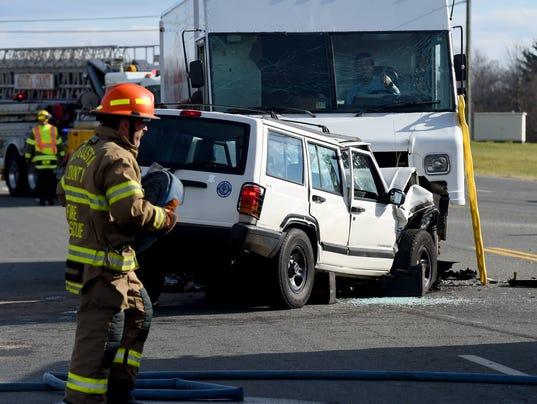 3-car wreck on Jefferson Highway