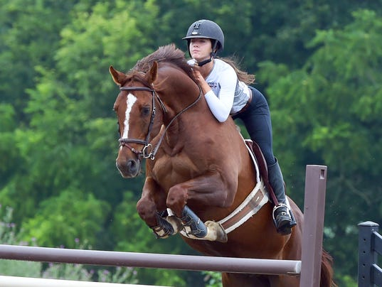 Lee High's Bowles prepares for equestrian national championship