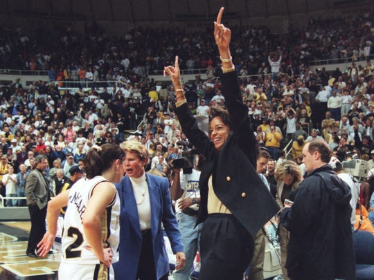 Purdue coach Carolyn Peck acknowledges the crowd after defeating No. 1 Tennessee on Nov. 15, 1998, alongside Stephanie White, left. Peck is now White's assistant coach at Vanderbilt.