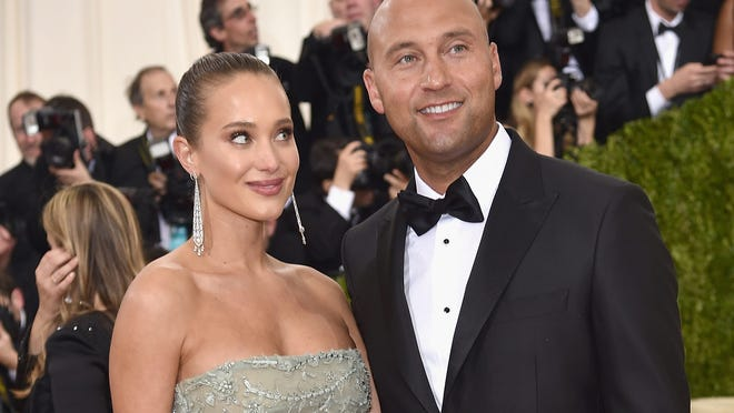 NEW YORK, NY - MAY 02:  Hannah Davis and Derek Jeter attend the 'Manus x Machina: Fashion In An Age Of Technology' Costume Institute Gala at Metropolitan Museum of Art on May 2, 2016 in New York City.  (Photo by Dimitrios Kambouris/Getty Images) ORG XMIT: 635160125 ORIG FILE ID: 527658158