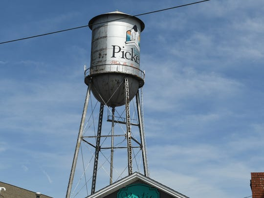 Pickens water tower at the intersection of State Highway