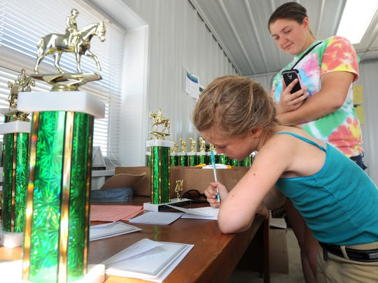 CGO 0805 PASSION FOR PONIES-trophy