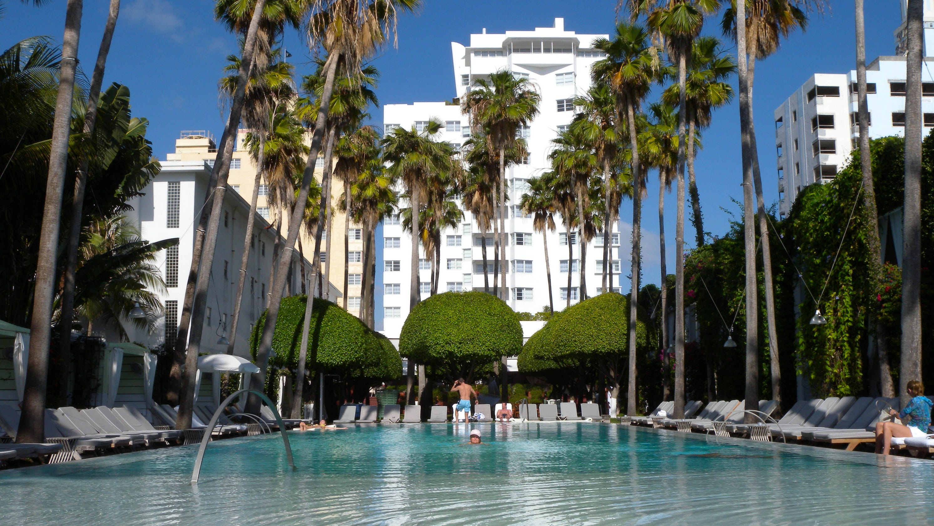 Top 10 party hotels in america for Best hotel in america