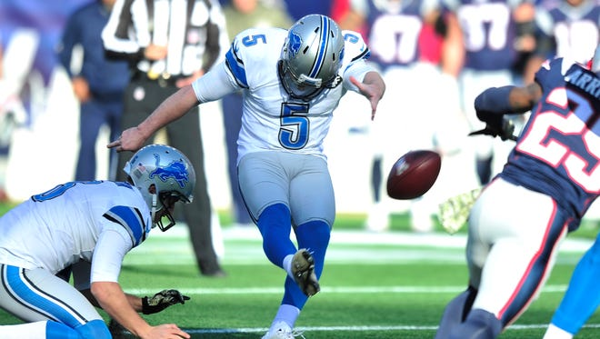 Lions kicker Matt Prater makes a 48-yard field goal in the first quarter.  Prater later missed a 53-yard attempt in the second quarter.