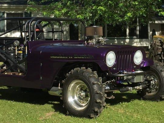 David Crawford (purple) and Art Nelson's mud racing