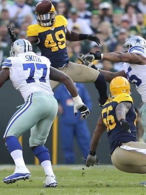 Packers linebacker Joe Thomas grabs a fumble in the second quarter against the Dallas Cowboys at Lambeau Field.