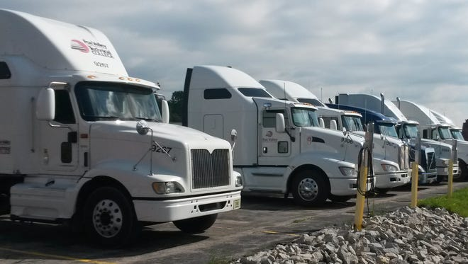 Fox Valley Technical College offers two mainstream programs for getting a CDL: a daytime program that is 10 weeks in length, and an evening program that lasts 12 weeks. Both cost $400.
