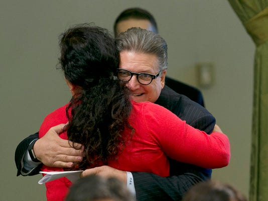 Lorena Gonzalez Fletcher, Bob Hetzberg