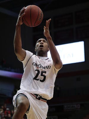 Kevin Johnson (Summit Country Day) led the Cincinnati Bearcats with 14 points in a 68-54 win at South Florida on Wednesday.