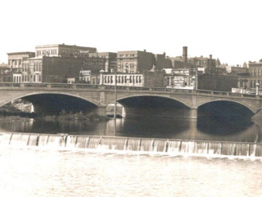 636584573014604649-8th-Street-bridge-1912-photo.PNG