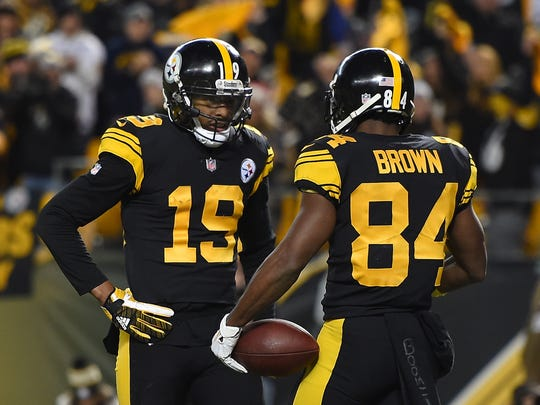 PITTSBURGH, PA - DECEMBER 16: Antonio Brown #84 of the Pittsburgh Steelers celebrates with JuJu Smith-Schuster #19 after a 17 yard touchdown reception in the first quarter during the game against the New England Patriots at Heinz Field on December 16, 2018 in Pittsburgh, Pennsylvania. (Photo by Joe Sargent/Getty Images)