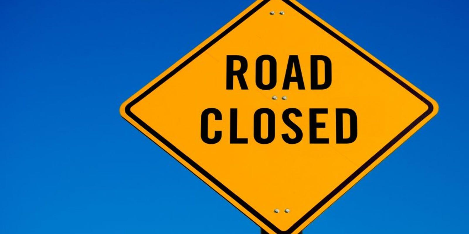 Stalled big rig shuts down northbound Balcom Canyon Road