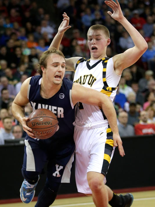 635940025281355400-Xavier-Waupun-hoops-photo.jpg