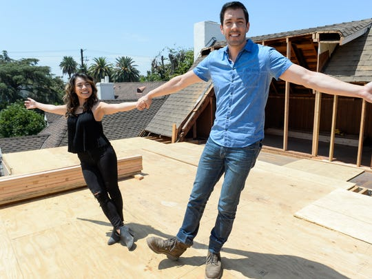 "7/19/17 11:59:43 AM -- PROPERTY BROTHERS ---Los Angeles, CA, U.S.A: Drew Scott and fiancee Linda Phan (center during the filming of ""Property Brothers at Home: Drew's Honeymoon House."" Photo by Robert Hanashiro, USA TODAY Staff