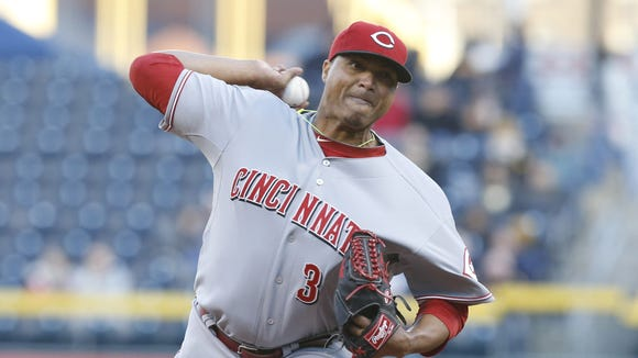 Cincinnati Reds starting pitcher Alfredo Simon (31) delivers a pitch against the Pittsburgh Pirates during the first inning.