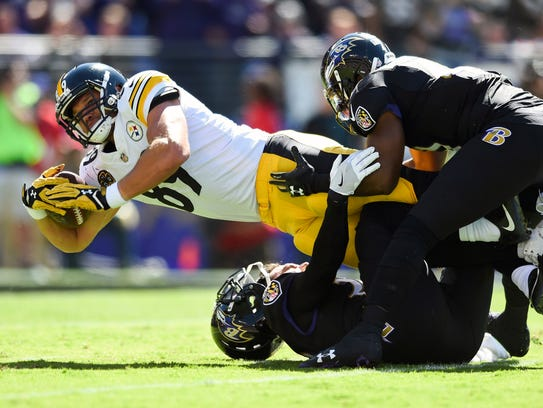 Pittsburgh Steelers tight end Vance McDonald (89) is