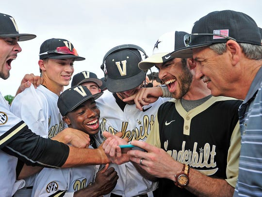 Vanderbilt's Dansby Swanson, in a headphone, and teammates