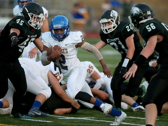 Bremerton's Rasheed Joiner (center) carries the ball