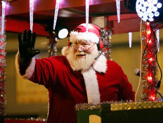 636469866651028086-MAN-Lakeshore-Holiday-Parade-112217-JC0400.jpg