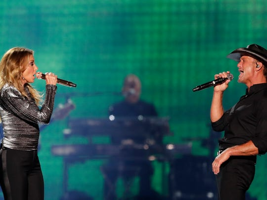Tim McGraw and Faith Hill perform on their Soul2Soul