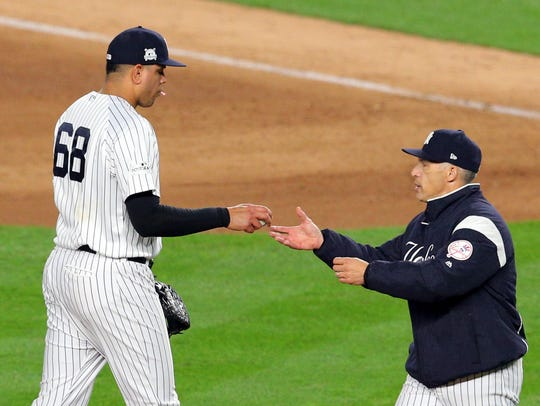 Yankees manager Joe Girardi pulls relief pitcher Dellin
