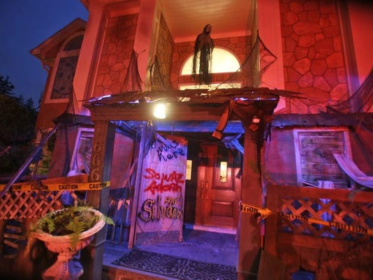 sh101613halloweenhouse10.jpg