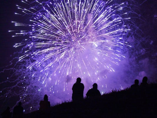 -LG fireworks01.jpg_20120627.jpg