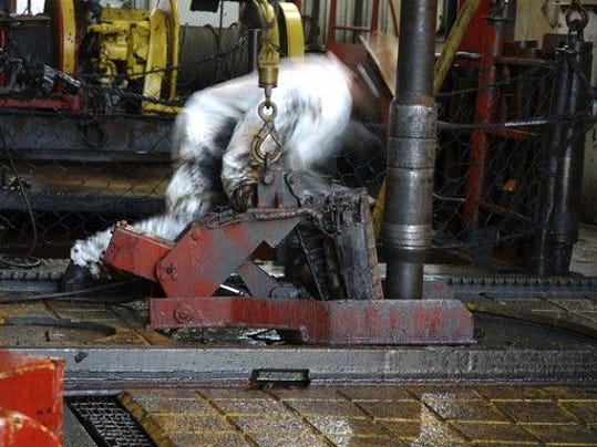 roughneck-setting-drill-pipe-on-rig-1200_large.jpg