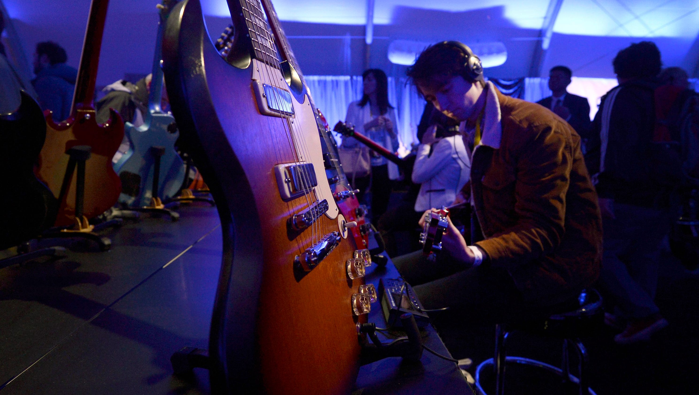 picture Guitar Maker Gibson Files for Bankruptcy