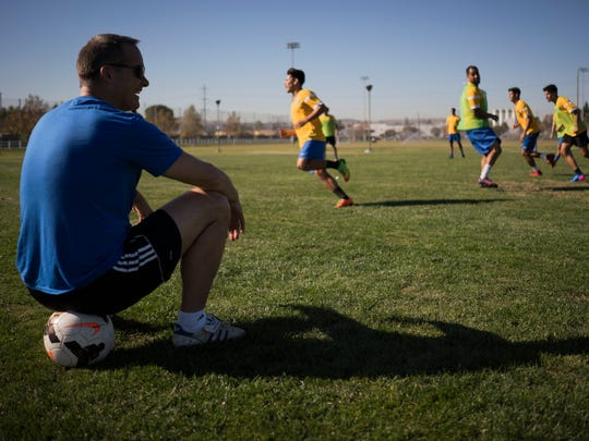 Eric Wynalda oversees practice for Invicta FC of the minor-league United Premier Soccer League.