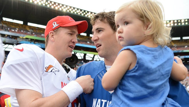 Peyton, left, and Eli Manning got in some quality family time a the 2013 Pro Bowl, too.