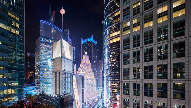 Take a front row seat for the celebration in Times Square with the St. Cloud Rooftop Experience at The Knickerbocker Hotel.