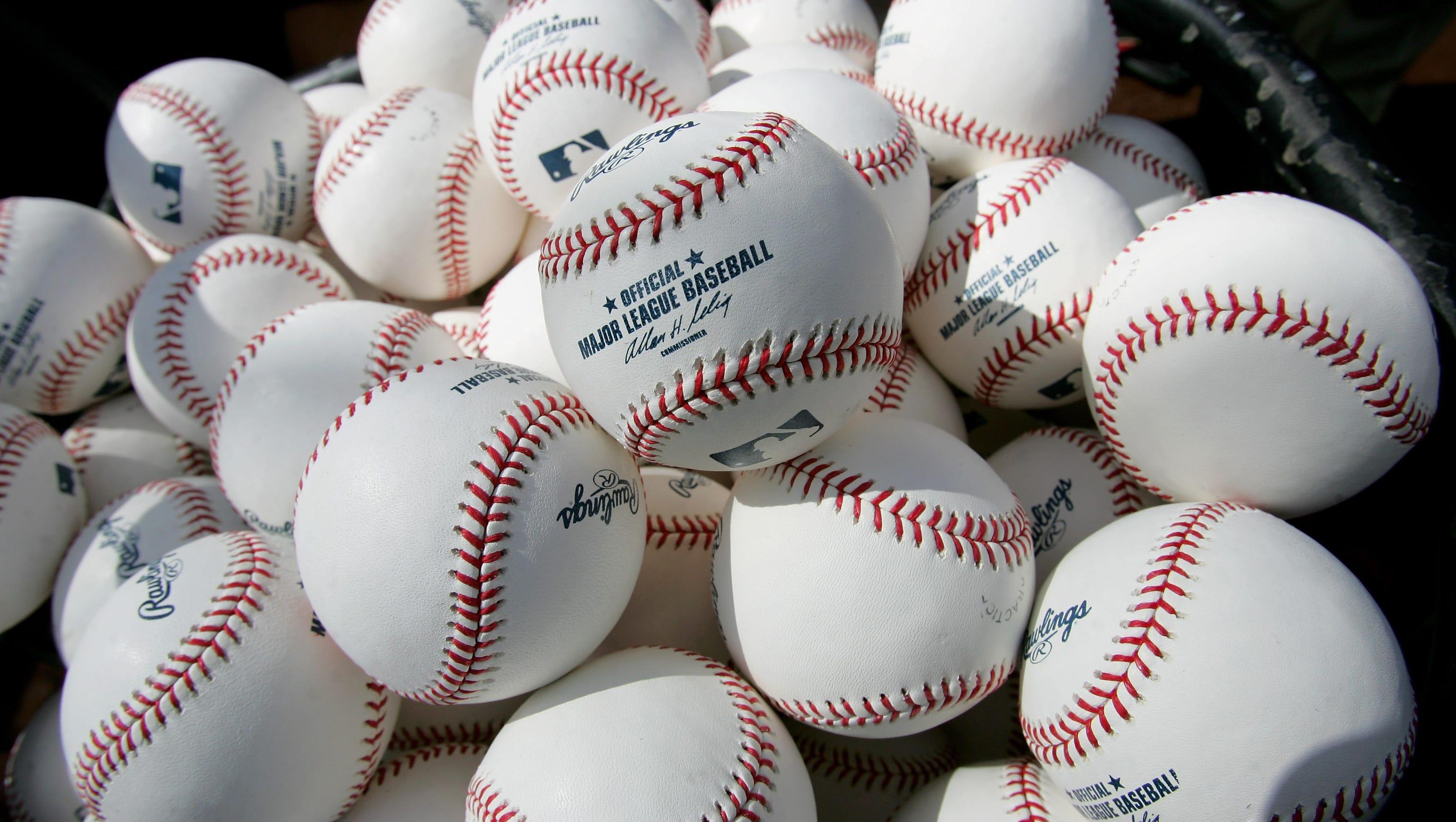 635882105379424083-baseballs