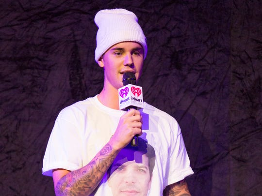 Justin Bieber presents his new single in a T-shirt