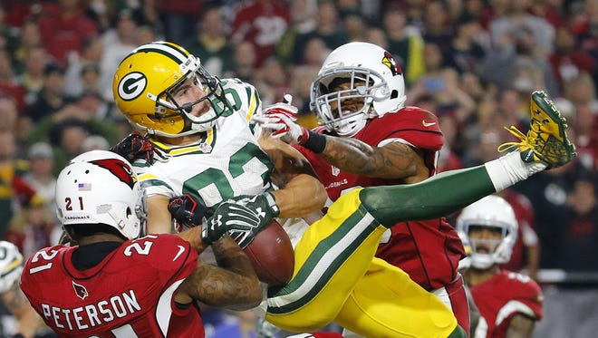 Packers' Jeff Janis (83) makes a touchdown catch as time expires against Cardinals' Patrick Peterson (21) and Rashad Johnson (26) in the fourth quarter during 2016 NFC Divisional Playoff Game at the University of Phoenix Stadium in Glendale, Az., on Saturday, January 16, 2016.