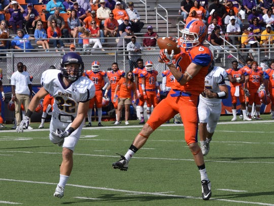 Louisiana College's Cole Crook (6) catches a pass against