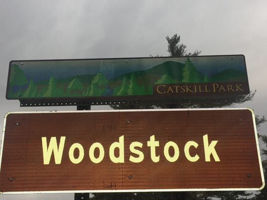 A sign welcoming visitors to Woodstock.
