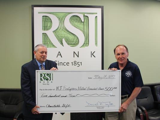 Bank contributes to Memorial Run PHOTO CAPTION