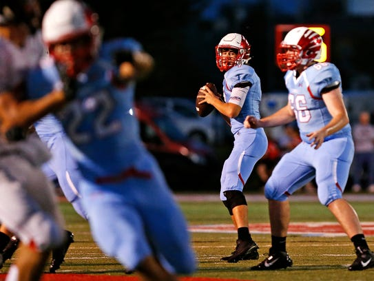 Glendale High School quarterback Alex Houston (7) gets