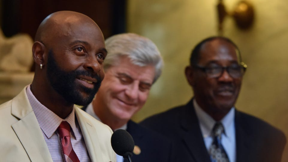 Jerry Rice (left) speaks during a press conference