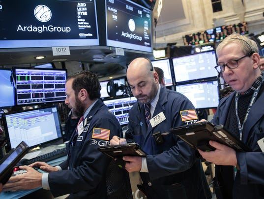 Wall Street watches the Fed raises rates